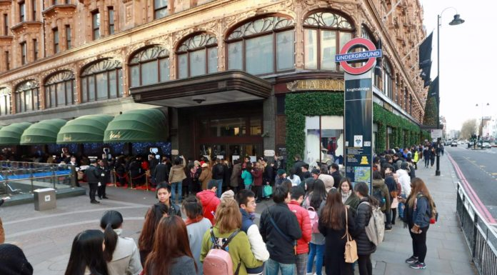 Top 5 Stores in London with Best Boxing Day deals